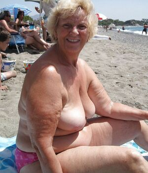 mature nudist gallery