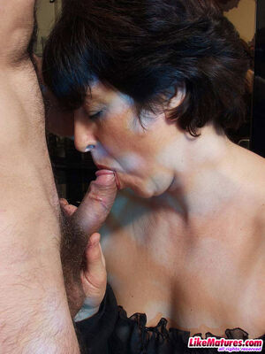 mature brunette blowjob