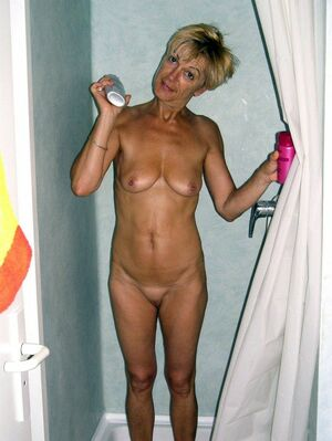 amateur mother nude