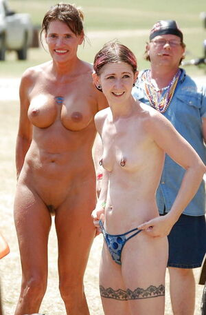mother daughter nudist