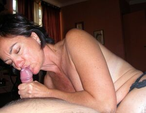 amateur mom handjob
